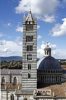 Glockenturm der Kathedrale von Siena
